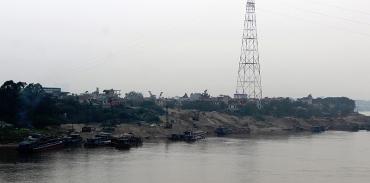 Các điểm tập kết vật liệu xây dựng ven sông sẽ được quản lý chặt