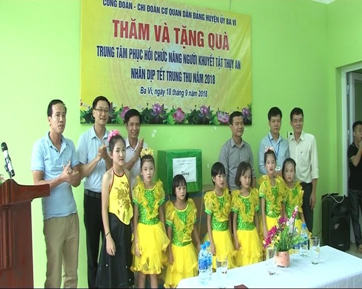 Ba Vì tổ chức tặng quà trung thu tại Trung tâm khuyết tật Thụy An