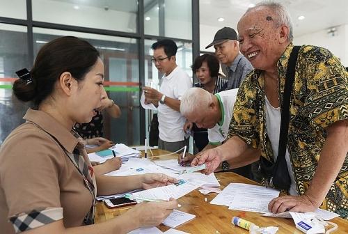 Đi xe buýt miễn phí, người cao tuổi chỉ cần chứng minh thư hoặc căn cước công dân