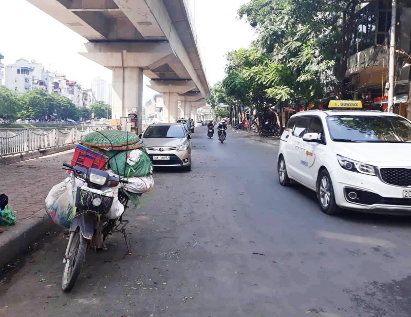 Lộn xộn trên phố Cầu Mới