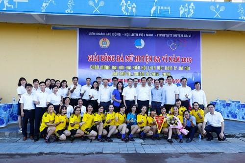 Sôi nổi giải bóng đá nữ công nhân viên chức lao động huyện Ba Vì