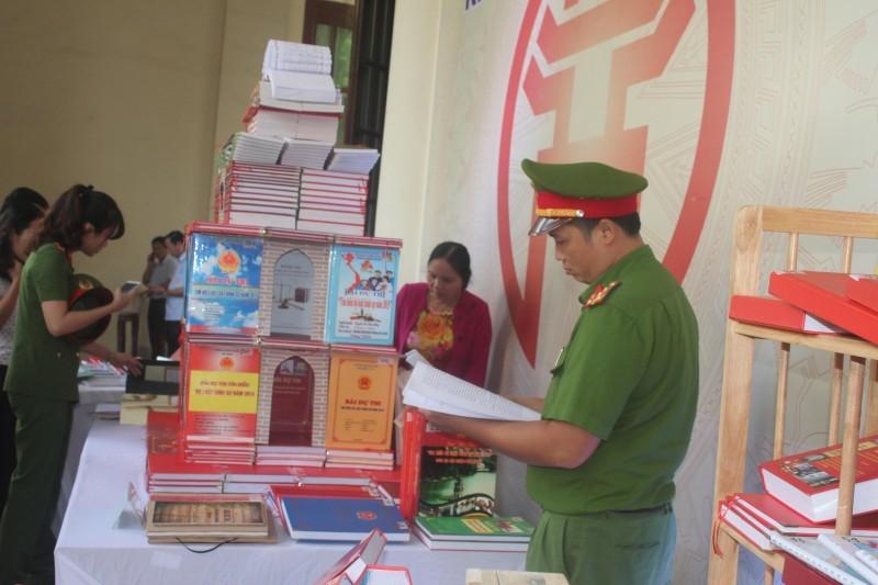 Thị xã Sơn Tây: Hưởng ứng Ngày pháp luật Việt Nam