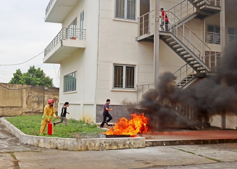 Sơn Tây: Tổ chức diễn tập chữa cháy tại Trường Đại học Công nghiệp Việt Hung