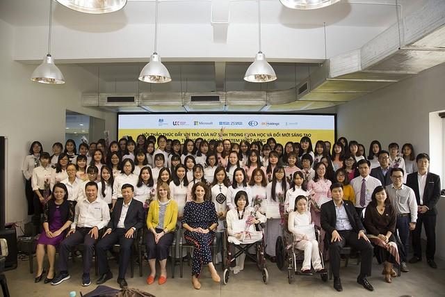 Khuyến khích nữ sinh khám phá tiềm năng qua giáo dục STEM