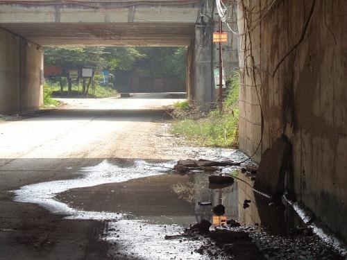 Nhếch nhác hầm chui Đại lộ Thăng Long