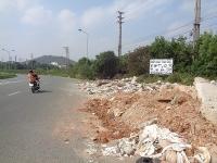Nhếch nhác nạn đổ rác thải ven đường