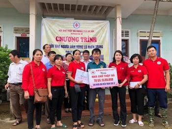 Hội Chữ thập đỏ huyện Ba Vì: Tặng quà trị giá hơn 600 triệu đồng cho miền Trung