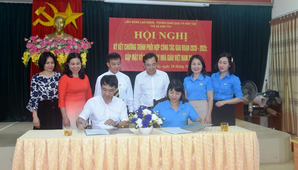 Ký kết phối hợp công tác giữa Liên đoàn Lao động với Phòng Giáo dục và Đào tạo thị xã Sơn Tây
