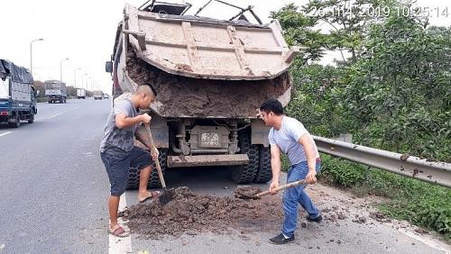 Xử nghiêm phương tiện làm rơi vãi vật liệu, phế thải