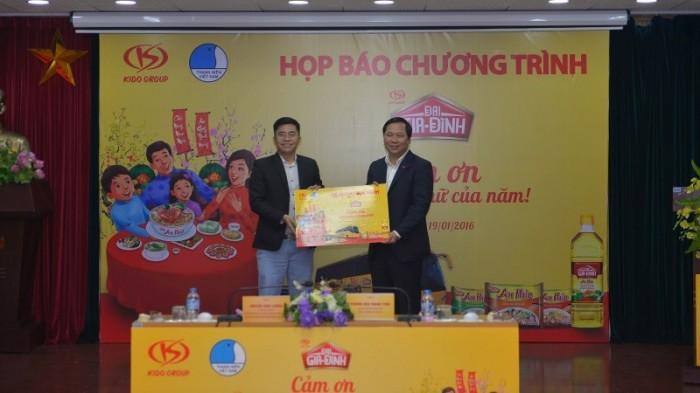 Hỗ trợ 1.600 vé xe cho nữ thanh niên công nhân về quê ăn Tết