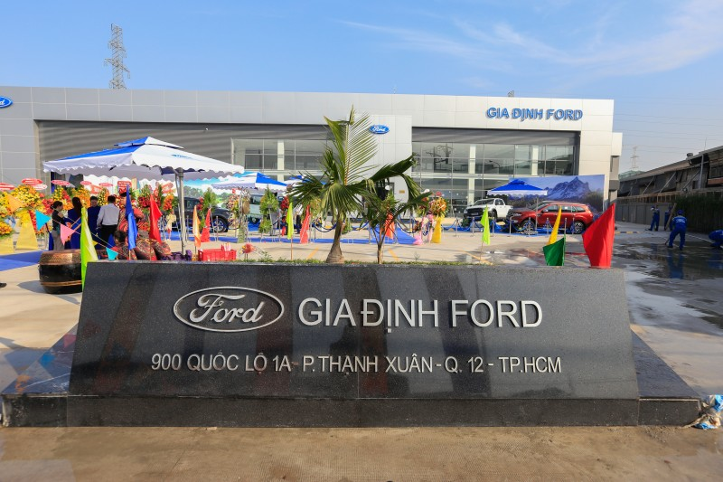 ford viet nam khai truong dai ly chinh hang gia dinh ford