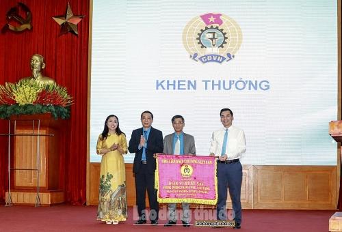 LĐLĐ quận Thanh Xuân nhận Cờ thi đua xuất sắc của Tổng Liên đoàn