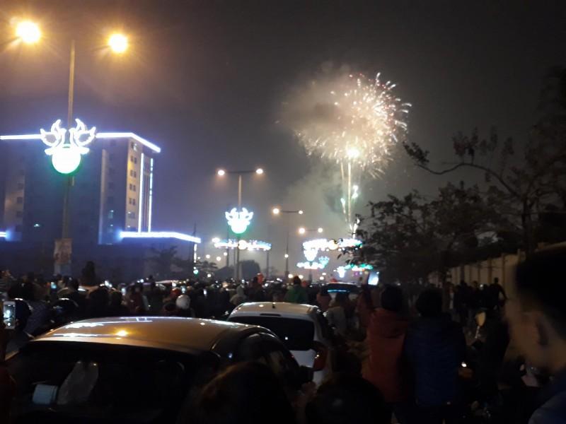 Người dân Hòa Bình háo hức đón chào thời khắc năm mới