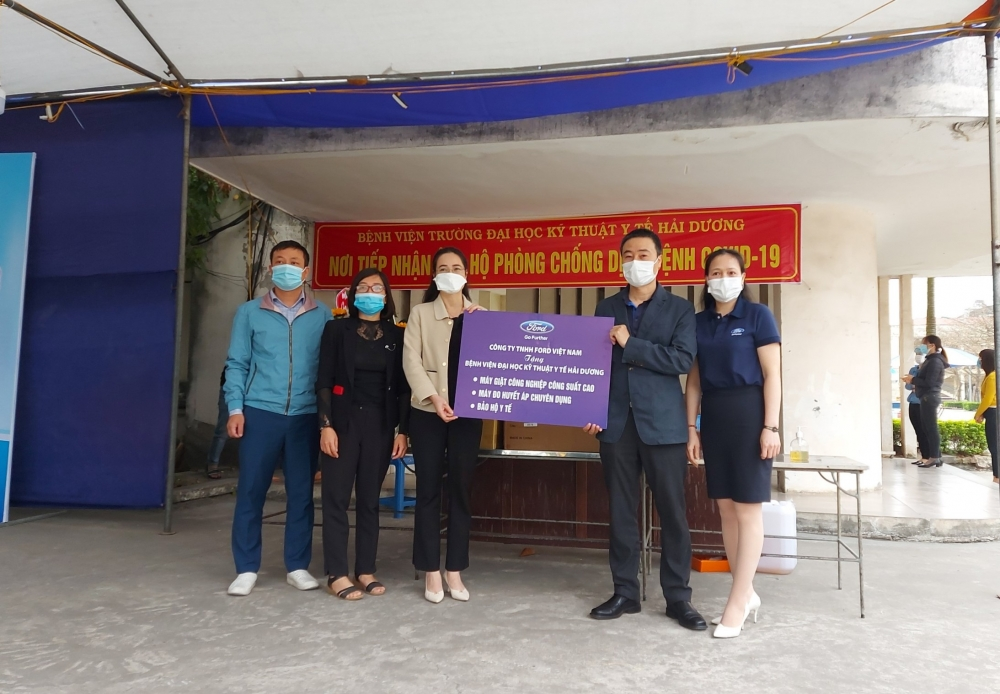 Ford Việt Nam hỗ trợ phương tiện vận chuyển và trang thiết bị  y tế cho tỉnh Hải Dương