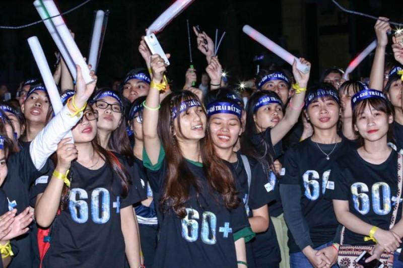 Hơn 1.000 bạn trẻ tham gia đi bộ, vẽ tranh hưởng ứng Giờ Trái đất năm 2018