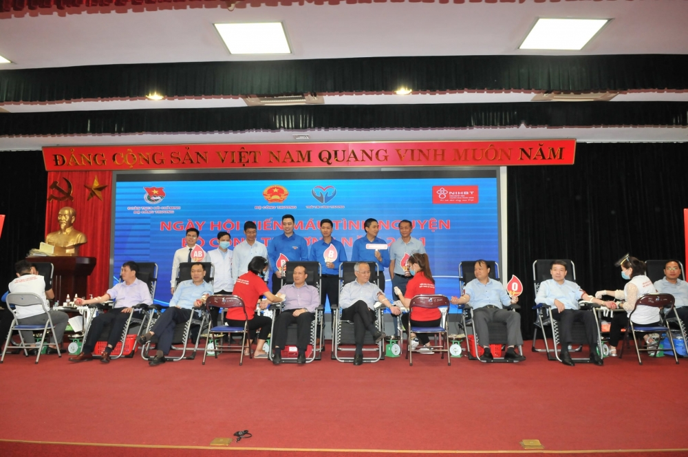 Cán bộ công nhân viên chức Bộ Công Thương hiến tặng 276 đơn vị máu