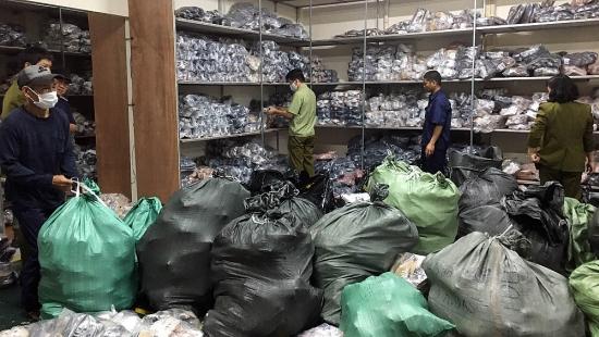 Hà Nội bắt giữ hàng nghìn sản phẩm giày dép giả mạo các nhãn hiệu nổi tiếng