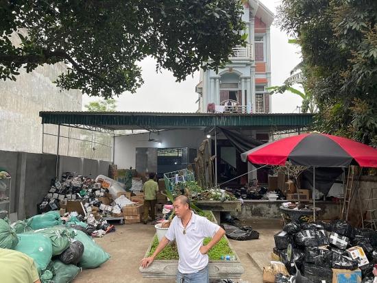 Hà Nội: Phát hiện kho hàng tiêu dùng khủng giả mạo các nhãn hiệu lớn tại Ba Vì
