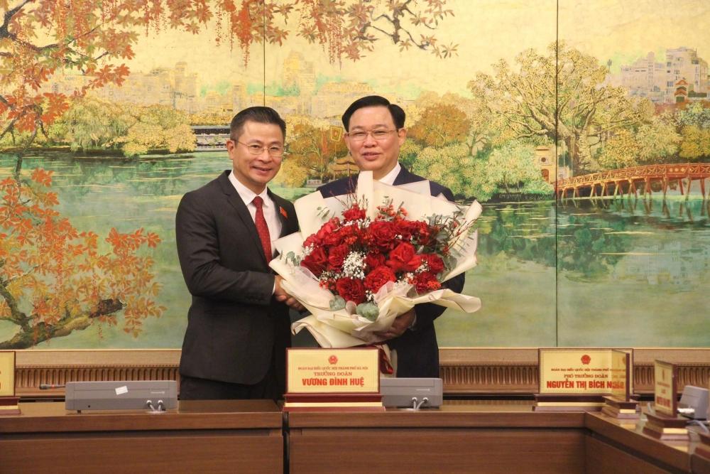 Đoàn đại biểu thành phố Hà Nội chúc mừng tân Chủ tịch Quốc hội Vương Đình Huệ