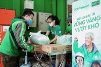 Grab trao tặng gần 80 tấn gạo và 8.000 thùng mì tôm hỗ trợ đối tác tài xế vượt dịch COVID-19
