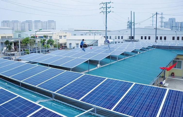 Nhiều ưu đãi khi lắp đặt hệ thống điện mặt trời áp mái tại Hà Nội