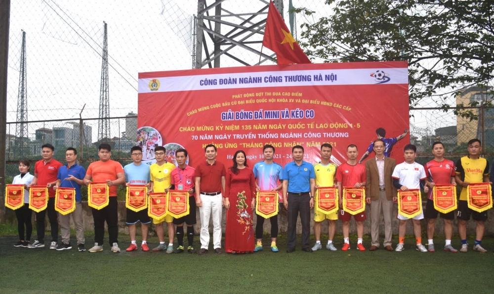 230 vận động viên tham gia Giải bóng đá và kéo co ngành Công Thương Hà Nội