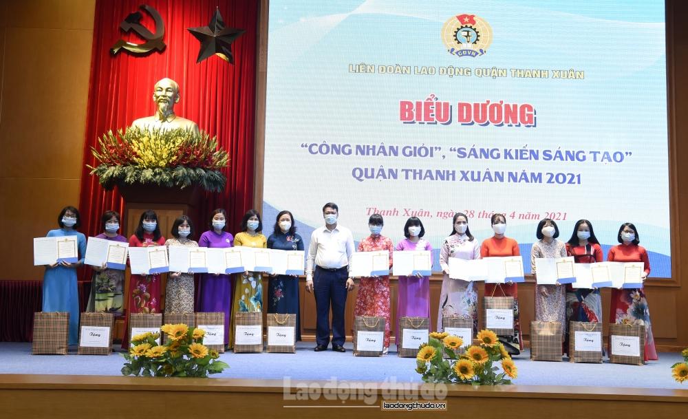 Quận Thanh Xuân: Đẩy mạnh phong trào thi đua trong nữ công nhân, viên chức, lao động