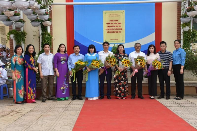 Gắn biển công trình chào mừng thành công Đại hội Công đoàn TP Hà Nội lần thứ XVI
