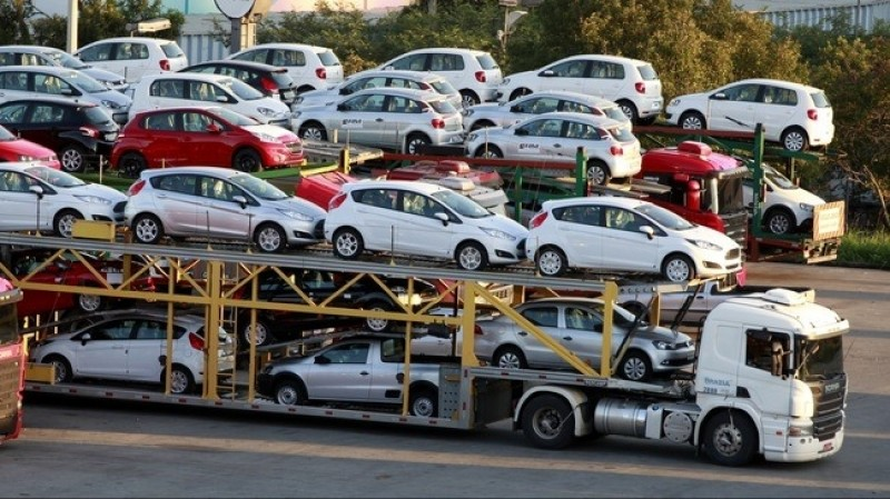 Ô tô nhập khẩu bất ngờ giảm hơn 1/3 số lượng