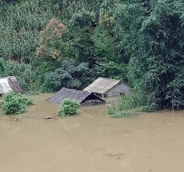 Nhiều tỉnh miền núi bị mất điện do mưa lũ
