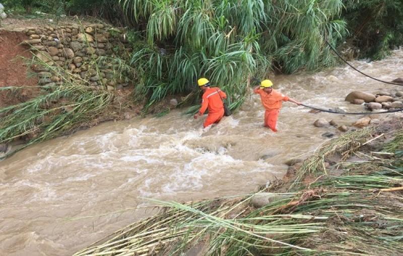 EVN đẩy nhanh tiến độ khắc phục sự cố lưới điện tại vùng mưa lũ