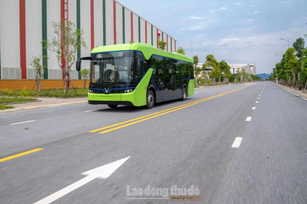 """Xe buýt điện sẵn sàng """"hòa mạng"""" cùng mạng lưới xe buýt Thủ đô"""