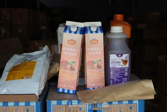 Hà Nội thu giữ hàng tấn nguyên liệu chế biến trà sữa không rõ nguồn gốc