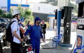 Giá xăng được giữ nguyên, một số loại dầu tăng giá