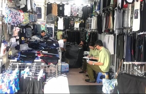 Hà Nội tạm giữ 6.567 sản phẩm có dấu hiệu vi phạm nhãn mác tại Ninh Hiệp