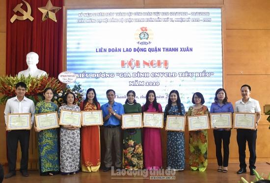 Quận Thanh Xuân: Biểu dương 80 gia đình công nhân viên chức lao động tiêu biểu năm 2020