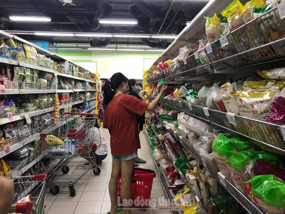 Hà Nội: Chợ, siêu thị đầy ắp hàng hóa, giá cả ổn định