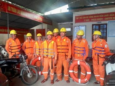 Đẩy mạnh công tác khắc phục sự cố lưới điện sau mưa lũ