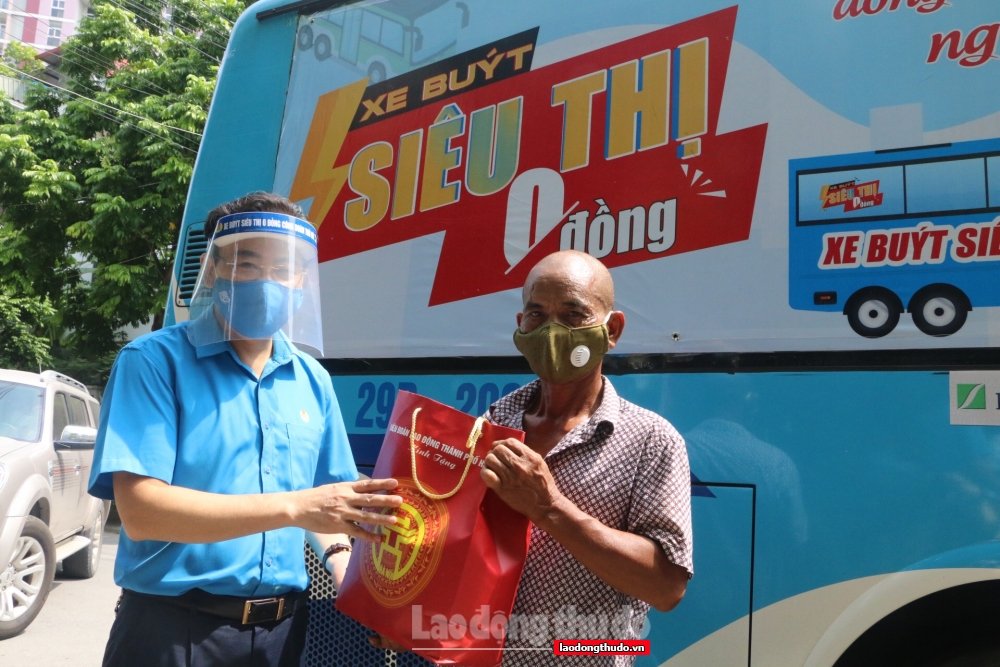 """""""Xe buýt siêu thị 0 đồng"""" giúp người lao động quận Hà Đông thêm ấm áp"""