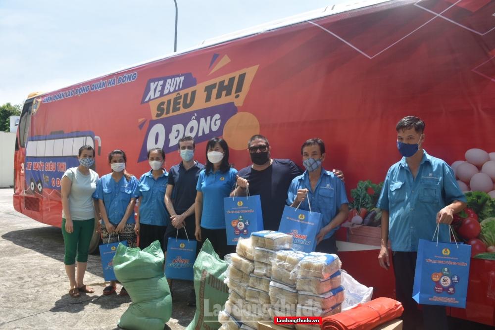 """Người lao động quận Hà Đông vui mừng đón nhận """"Túi An sinh Công đoàn"""""""