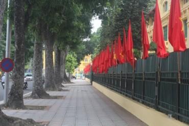 Hà Nội rực rỡ cờ hoa