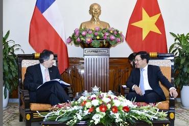 Phó Thủ tướng Phạm Bình Minh tiếp Bộ trưởng Ngoại giao Chile