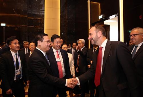 Phó Thủ tướng Vương Đình Huệ đối thoại với 50 tập đoàn tài chính, công nghệ