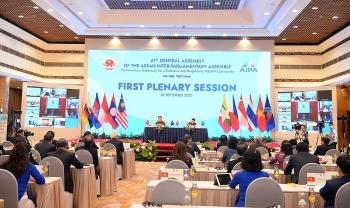 ASEAN và AIPA kề vai sát cánh, giúp đỡ nhau vượt khó