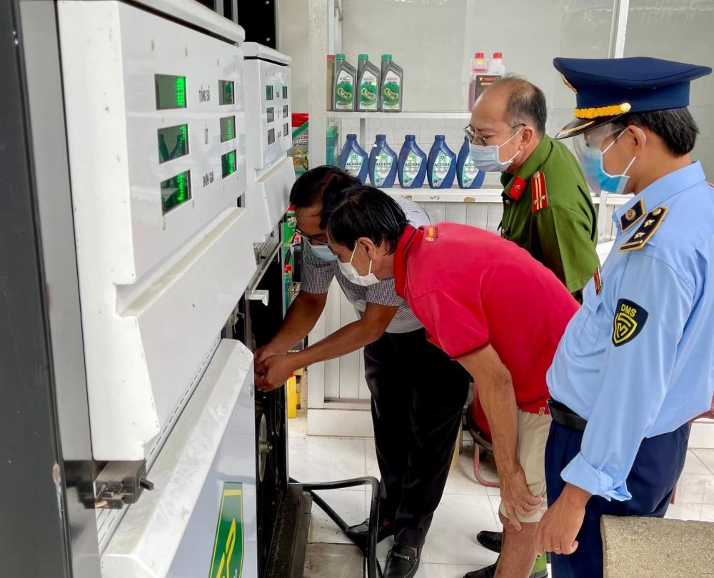 Xử lý một cây xăng ở An Giang tháo dỡ niêm phong, kẹp chì