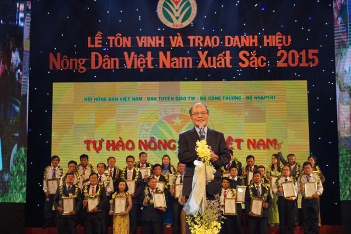 Vinh danh 63 nông dân Việt Nam xuất sắc 2015