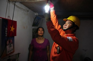 EVN HANOI thường xuyên quan tâm công tác xã hội từ thiện