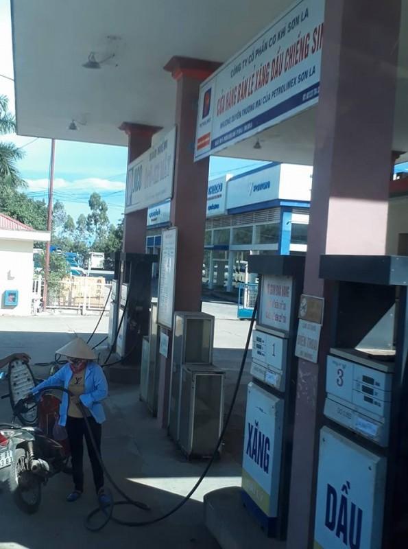 Xăng dầu đồng loạt giảm giá trong ngày Phụ nữ Việt Nam 20/10