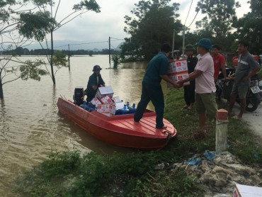 Người dân Hà Nội được quan tâm kịp thời sau cơn lũ