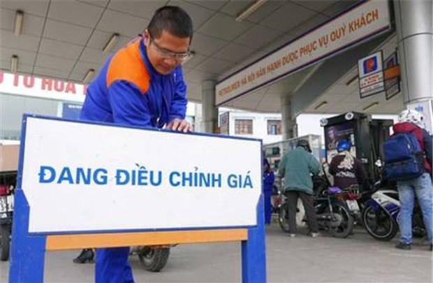 Xăng dầu tăng giá khiến CPI tháng 10 tăng theo